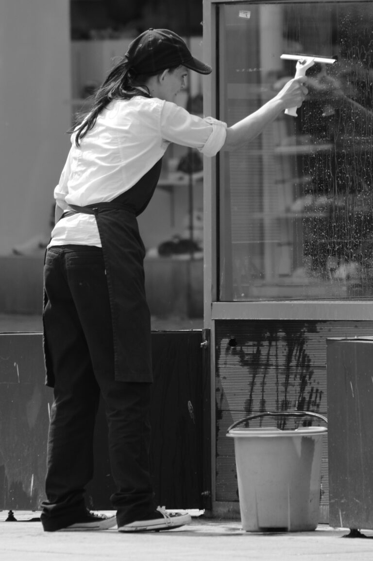 Ihre Reinigungsfirma für Unternehmensreinigung und Glas- und Fensterreinigung in Rotenburg und Umzu